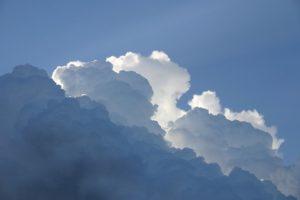 Comment créer un nuage dans un bocal?